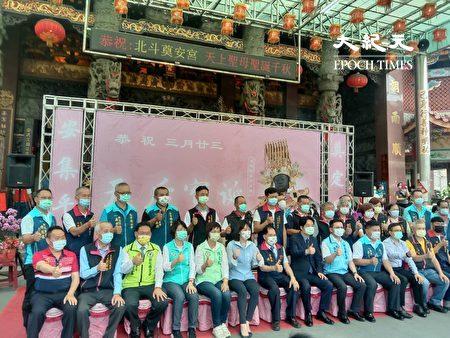 副总统赖清德与东螺开基祖庙信徒合照。
