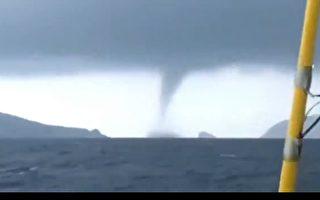 廣東陽江海面現巨型龍捲風 遊客驚呼逃散