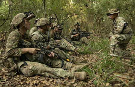 美軍新型夜視儀 辨物清晰 提高士兵作戰力