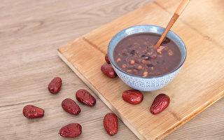 夏天可吃紅色食物養心,例如紅棗、紅豆等。(Shutterstock)