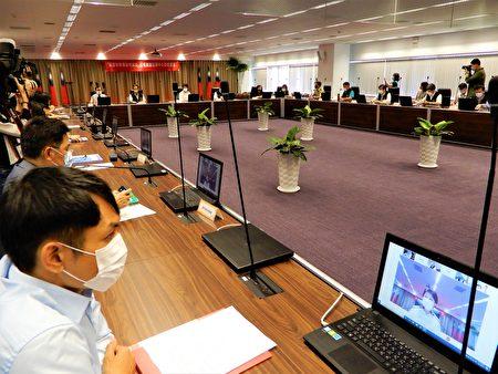 因应母亲节将至,台中市5日召开加严防疫整备会议,邀请中央与地方的医界专家学者代表共同参与。