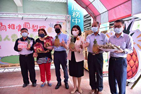 林内农会为促销在地优质凤梨,特别推出万颗凤梨粽挺农民