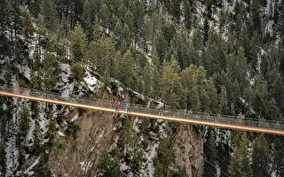 加拿大最高吊橋在Golden開放