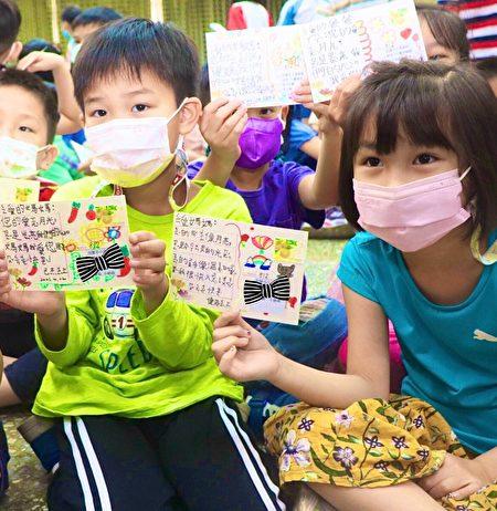"""迎接母亲节到来,桂林国小携手高雄邮局,举办""""温馨五月天~幸福'桂林',感恩'邮'您,千里传爱""""活动。"""
