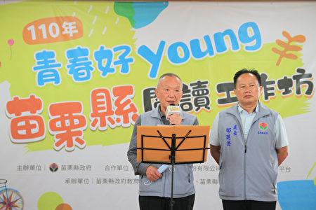 縣長徐耀昌(左1)感謝教育處團隊,奪全國磐石奬第七名佳綪,落實幸福苗栗書香山城。