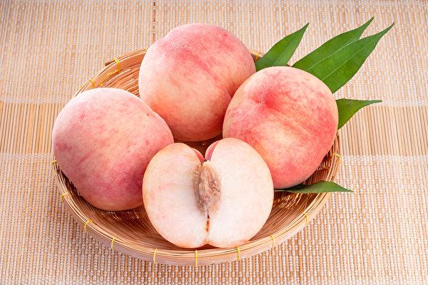 桃子营养丰富,有防癌、降胆固醇、解便秘的效果。(Shutterstock)