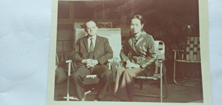民国64年张琼月老师与丈夫王延寿摄于家中。