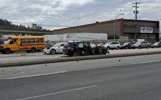 北素里十字路口三车相撞  1名女子重伤