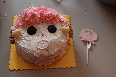 """这个由学生制作的蛋糕犹如在说:""""妈妈谢谢您,为我付出那么多。"""""""