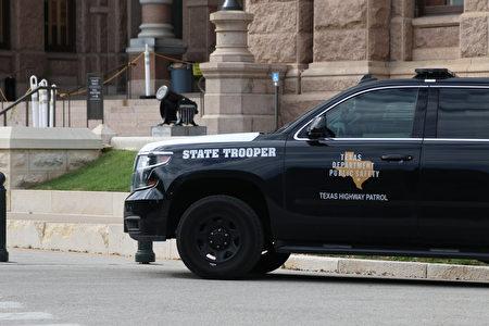 德州众议院初步批准法案 惩罚减少警察预算城市