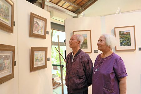 资深美术老师陈诚偕同夫人莅临观赏作品