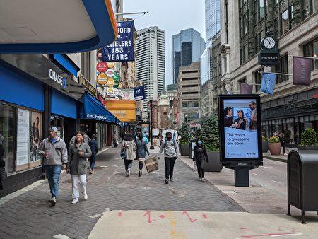 经济复苏 波士顿市中心行人增多