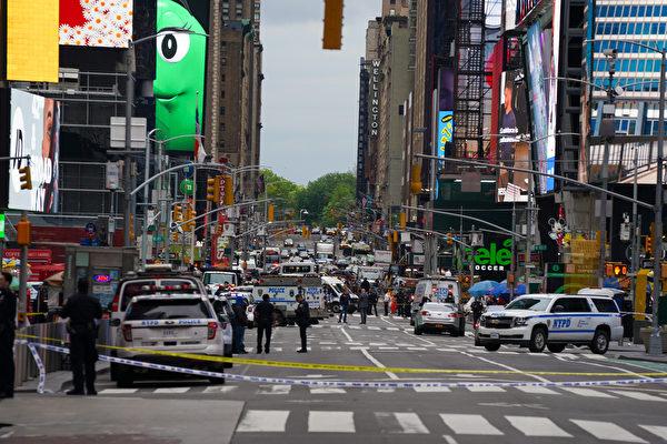 曼哈顿时代广场爆枪击案 三人伤 枪手在逃
