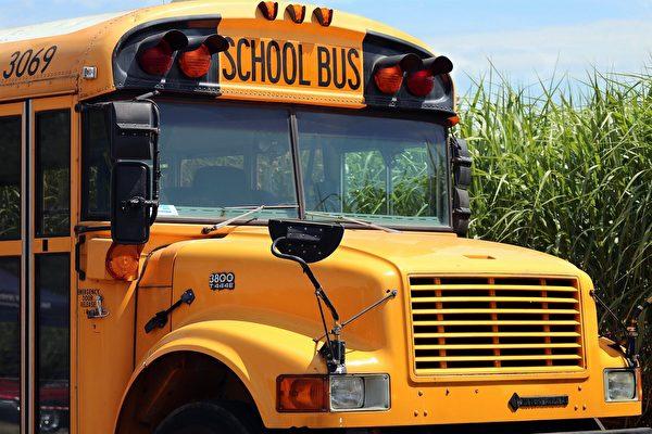 美军新兵持枪劫持校车 被学童的提问击败