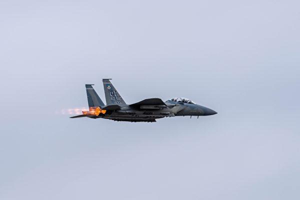 """""""雄鹰""""复兴 新F-15EX战机参加大规模军演"""