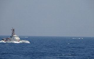 伊朗13艘快艇高速逼近 美舰两度开火示警