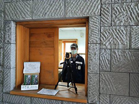 园内设置自动量测体温感测器,确认入园游客体温。