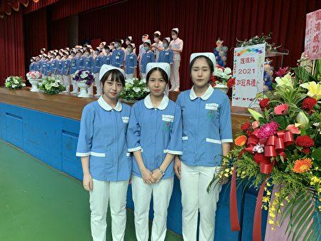 劉妤庭(中)與同學稱早已選定護理志業。