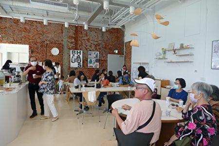 南投县政府日月潭多功能游客服务中心内部装潢为极简约风格。