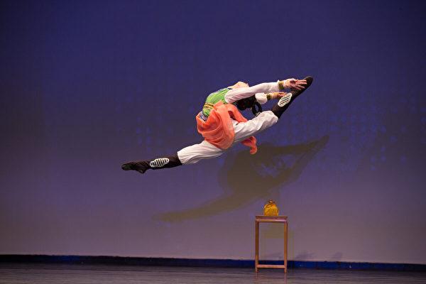 通過藝術傳達真的理念:神韻舞蹈家施逸謙