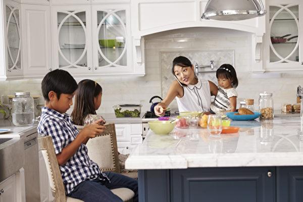 專為忙碌父母設計的廚房收納法 安全有效率