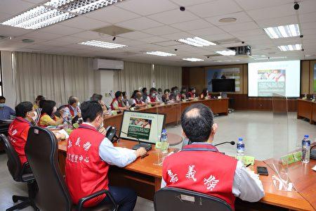 新冠肺炎疫情严峻,嘉义县政府15日紧急召开应变会议,祭出11项因应措施。