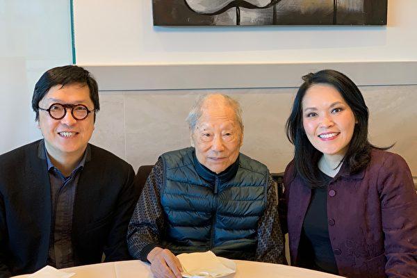 圖:圖片:關慧貞(右)和姚永安(左)在2019年冬天疫情前,與周士心(中)茶聚時攝。(關慧貞辦公室提供)