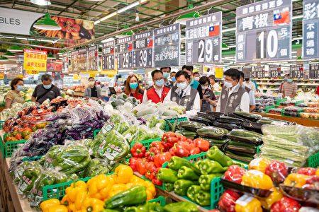大潤發備足各類蔬菜水果供民眾採買。
