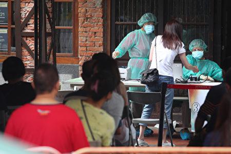 图为台北市万华区剥皮寮快筛站16 日运作情形。