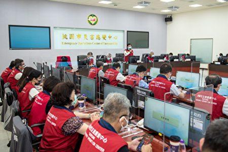 消防局召开防疫会议,讨论防疫政策。