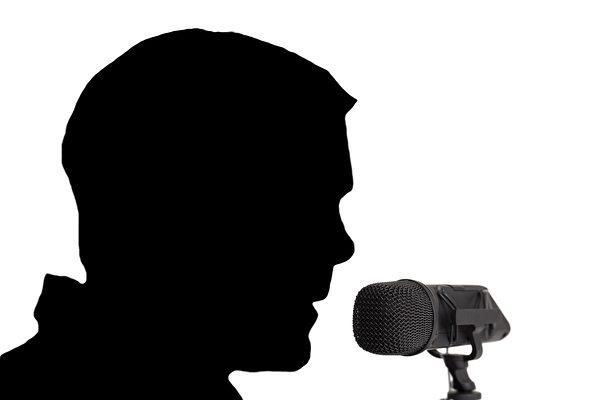 美国男子有超能力 可以倒着说话和唱歌