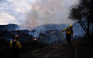 组图:美国托潘加州立公园大火 数百户撤离