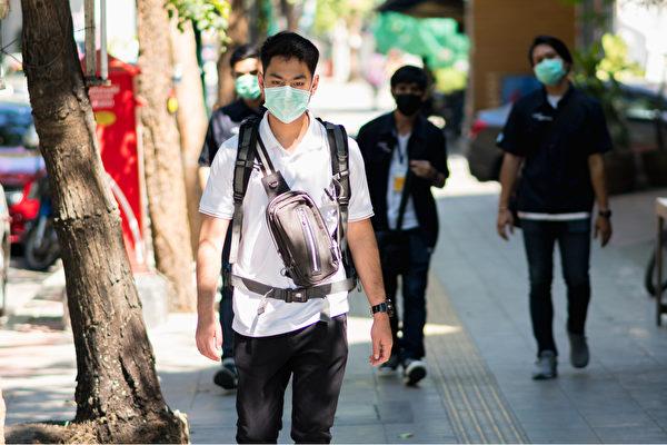台湾疫情急速升温,如果担心接触过确诊者,要勤洗手、戴口罩,并避免群聚。(Shutterstock)