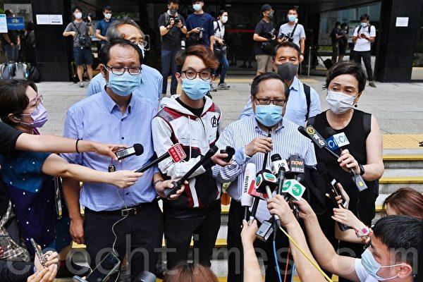 组图:香港民主派十人10.1游行案开庭