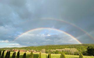 美国纽约上州出现罕见双道彩虹 美丽壮观