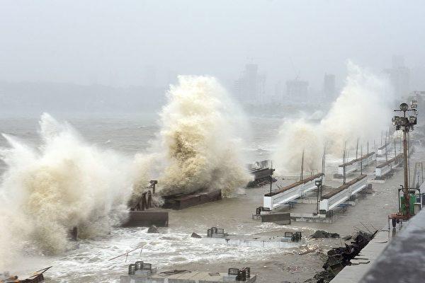 印度遭强气旋袭击 至少26死 抗疫雪上加霜
