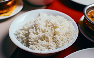 研究:大米含塑料微粒 一週吃掉一張信用卡