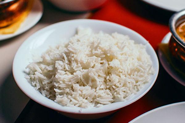 研究:大米含塑料微粒 一周吃掉一张信用卡