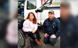 美國善心機械師修復截癱婦女的輪椅升降機