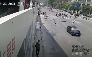 大连一轿车高速直冲斑马线 多人被撞飞死亡