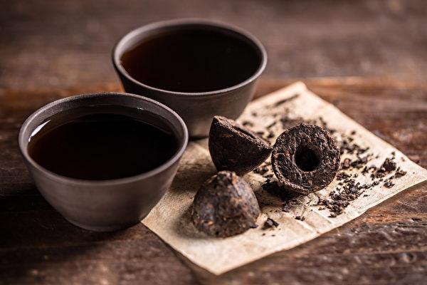 生普洱茶寒性较大,熟普洱茶比较温和。(Shutterstock)
