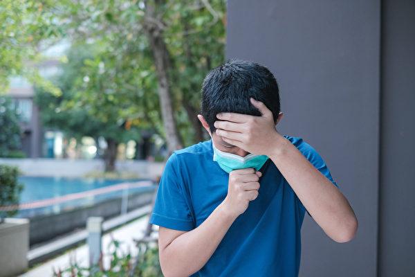 台灣爆發新冠肺炎本土疫情後,有患者在家猝死,可能與沉默缺氧有關。(Shutterstock)