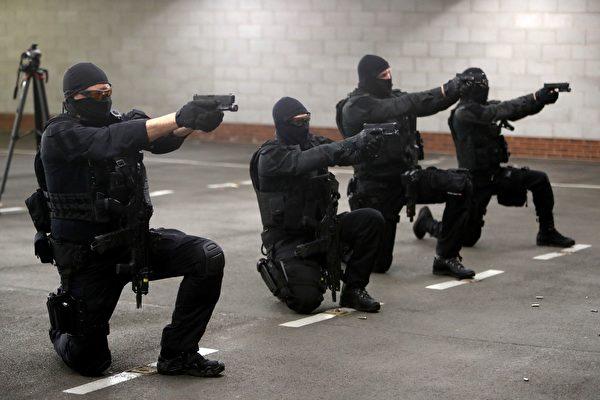 组图:G7峰会前 英国警方展示训练成果