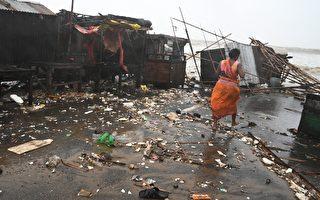 印度和孟加拉国遭飓风袭击 110万人疏散