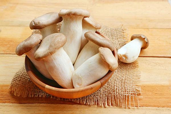 多食用菇类可大幅降低罹癌风险,在新冠疫情期间还能提升免疫力。(Shutterstock)