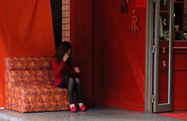 声色场所因为是密闭空间,且存在众多不特定人的亲密接触,因此容易出现病毒传播。 (SAM YEH/AFP via Getty Images)