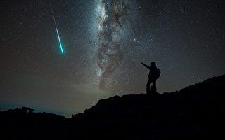 绿光流星冲入印尼火山 有大事要发生?
