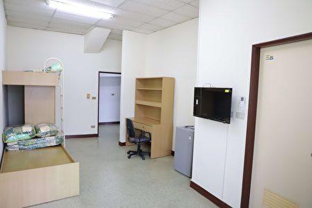 溫馨小站,房間寬敞明亮,設備齊全。