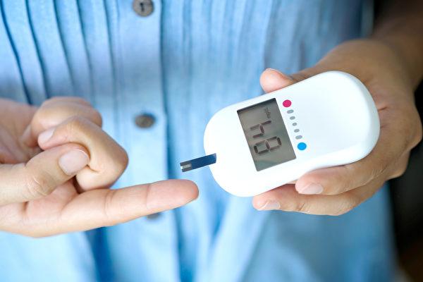 糖尿病如同器官泡在糖水里,并发症严重可致死,非典型症状越来越多,易疲劳、视力模糊要留意。(Shutterstock)