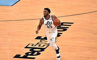 NBA爵士双杰撞倒灰熊 季后赛首轮听牌
